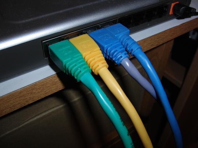 kabely k počítači