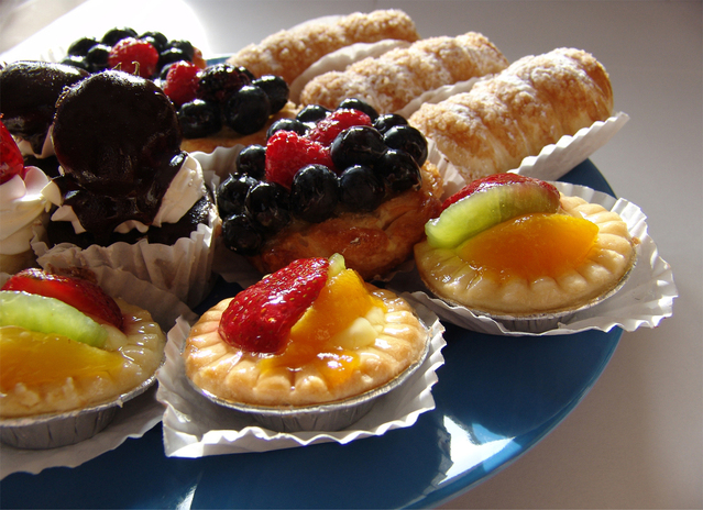 talíř plný sladkostí.jpg