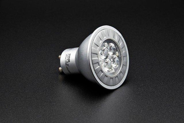 LED žárovky 230